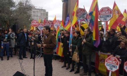 ¿Banderas LGTBI en la manifestación España Unida?