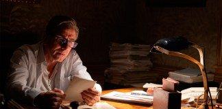 El actor Tim Roth interpretando a Martin durante el rodaje de la película La canción de los nombres olvidados.