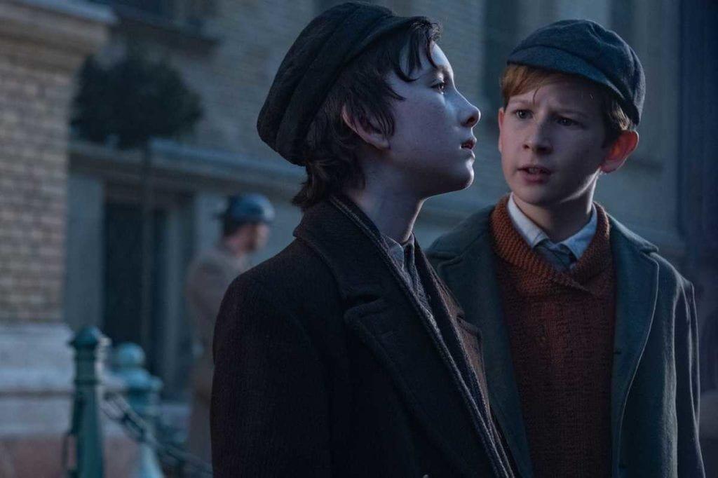 Los personajes Dovidl y Martin de pequeños en la película La canción de los nombres olvidados.