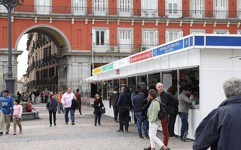 La Feria del Libro de Madrid sorprende con su cartel  feminista