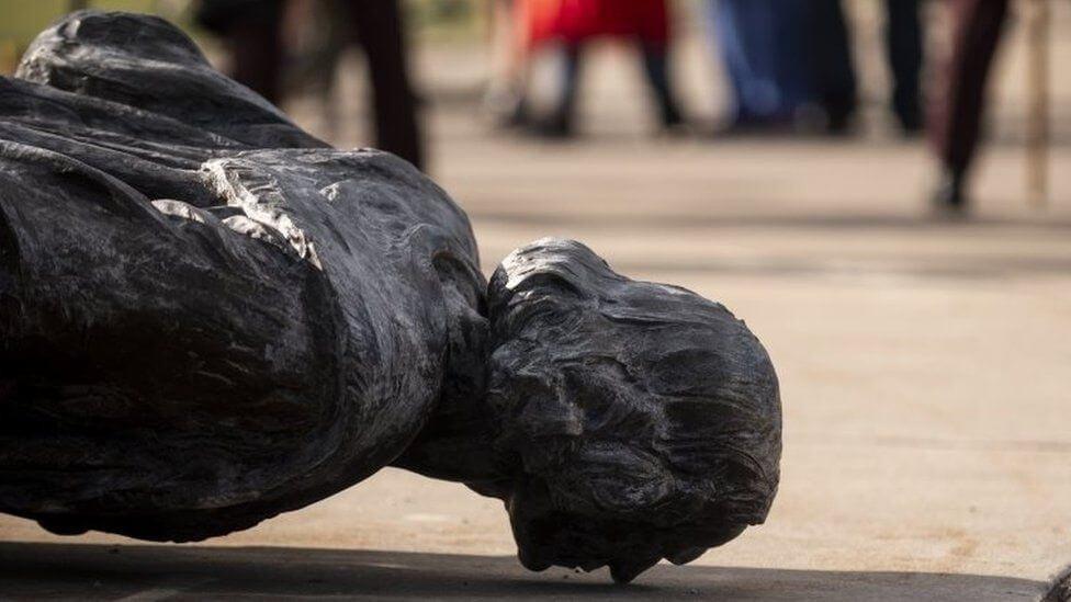 ¿Qué hacemos con las estatuas?