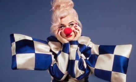 Katy Perry recupera su sonrisa con Smile
